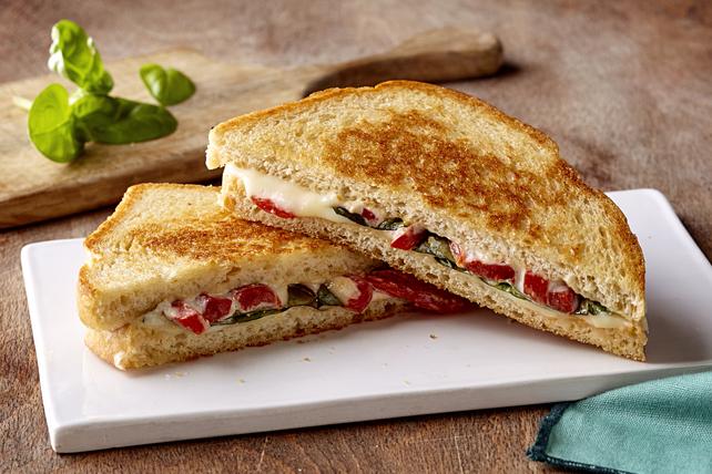 Sandwich au mozzarella fondant à la mode de Capri Image 1