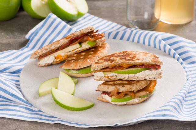 Sandwichs au fromage fondant aux pommes et au bacon Image 1