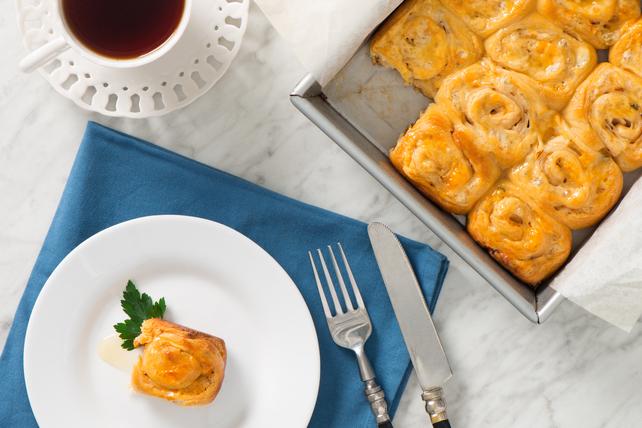 Rouleaux chauds et collants à la dinde et au fromage  Image 1