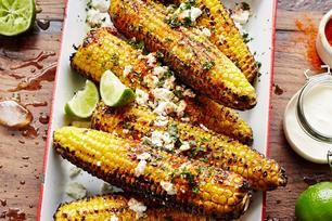 Épis de maïs grillés à la mexicaine au féta et à la lime