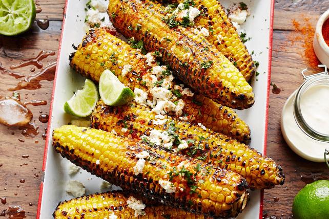 Épis de maïs grillés à la mexicaine au féta et à la lime Image 1