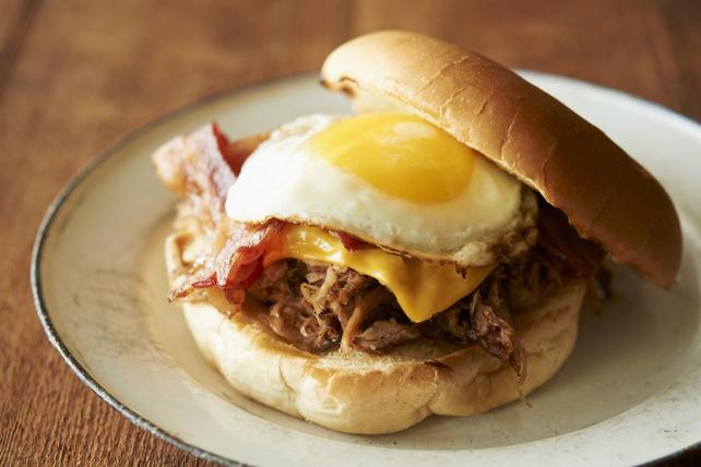 Sandwichs suprêmes au porc effiloché pour le déjeuner Image 1