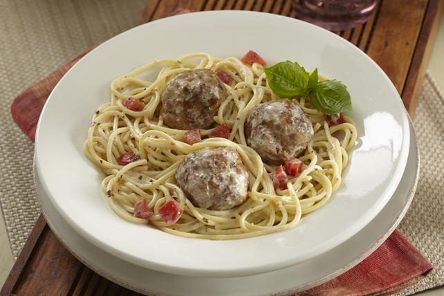 Spaghetti au pesto crémeux et aux boulettes de dinde Image 1