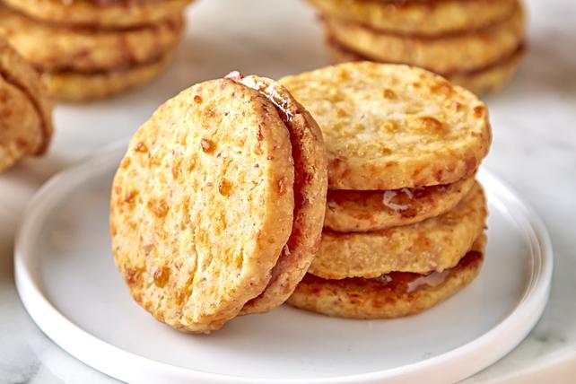 Biscuits sablés savoureux au jambon et au cheddar Image 1