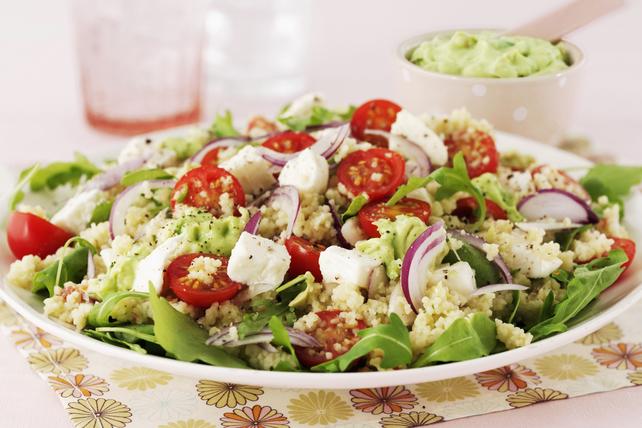 Salade grecque avec couscous et purée d'avocat Image 1