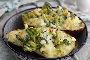 Coquilles de pomme de terre farcies au brocoli et aux quatre fromages