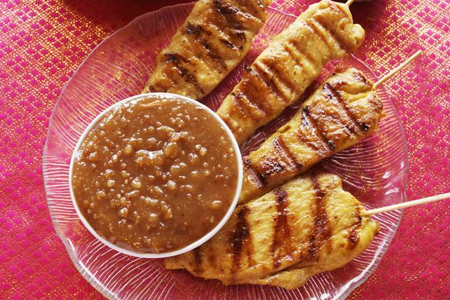 Saté de poulet grillé avec sauce au soya et aux arachides Image 1