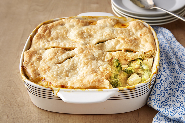 VELVEETA® Chicken Divan Pot Pie Image 1