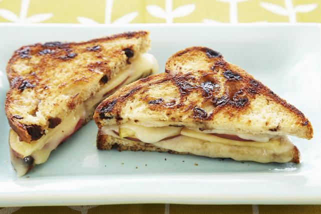 Sandwich au fromage fondant au bacon Singles Bold et aux pommes Image 1