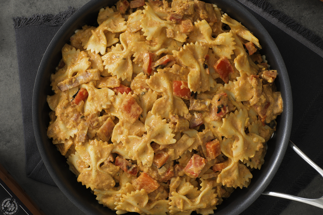 Farfalle in a Rosée Sauce with Smoked Bacon & Grilled Peppers Image 1