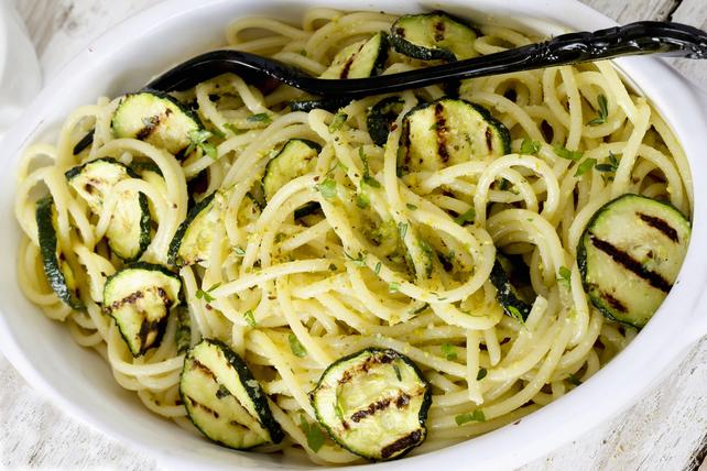 Spaghetti tout simple au parmesan et aux courgettes  Image 1