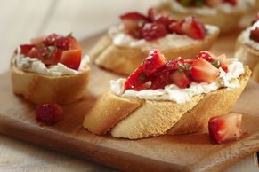 Spicy Strawberry and Goat Cheese Bruschetta