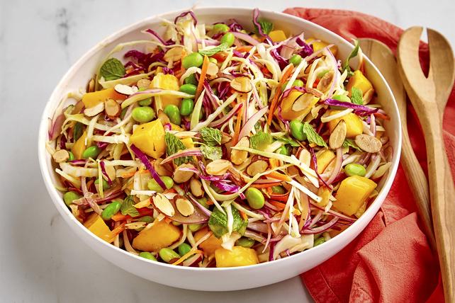 Salade de chou asiatique à la mangue et aux edamames Image 1