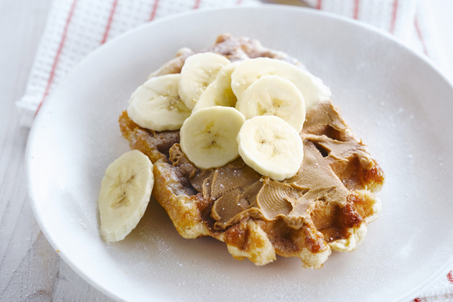 Gaufre garnie de beurre d'arachide et de banane Image 1