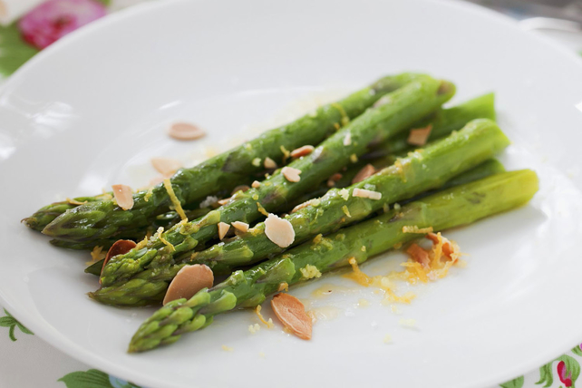 Citrus Asparagus with Toasted Almonds Image 1
