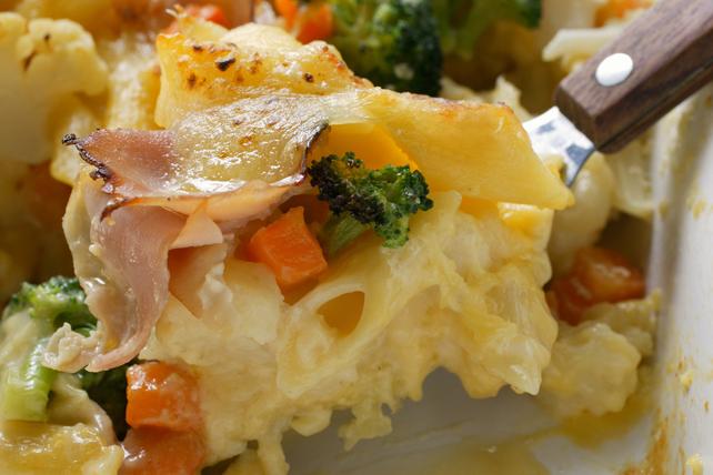 Casserole de pâtes au bacon, au brocoli et aux carottes Image 1