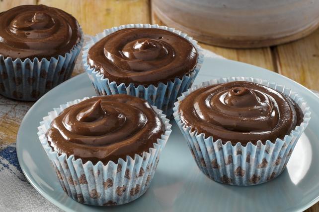 Petits gâteaux avec glaçage au chocolat et au beurre d'arachide Image 1