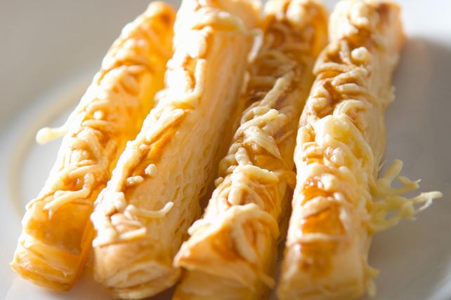 Pailles feuilletées au fromage  Image 1