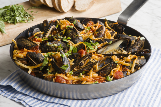 Spicy Tomato Linguine with Mussels Image 1