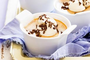 Crème moka et caramel en coupes