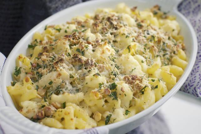 Macaroni au fromage crémeux avec chou-fleur et bacon Image 1