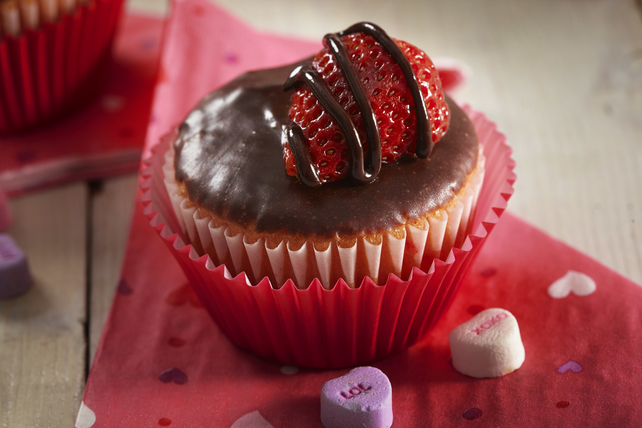 Valentine's Day Cupcakes Image 1