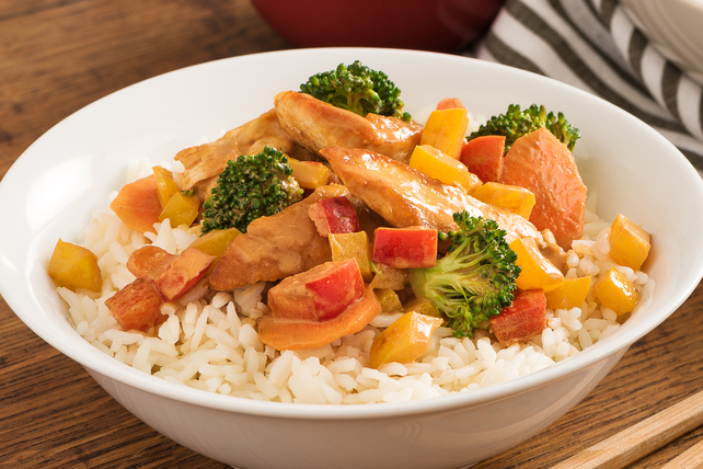 Chicken and Vegetable Stir-Fry with Spicy Peanut Sauce Image 1