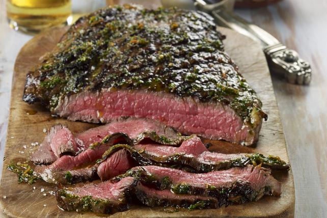 Bifteck de flanc grillé avec chimichurri  Image 1