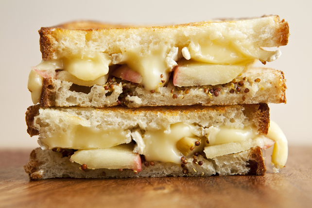 Havarti and Apple Grilled Cheese Image 1