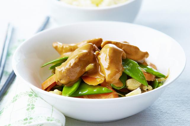 Poulet et légumes avec sauce au cari et au beurre d'arachide Image 1