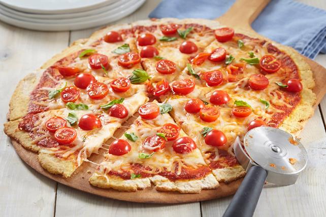 Pizza Margherita sur croûte de chou-fleur Image 1