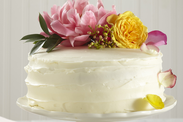 Easy Lemon-Elderflower Wedding Cake Image 1
