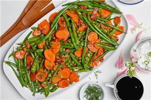 Mélange de légumes sautés avec bacon
