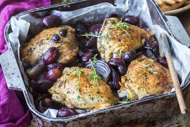 Hauts de cuisse de poulet grillés avec raisins et thym Image 1