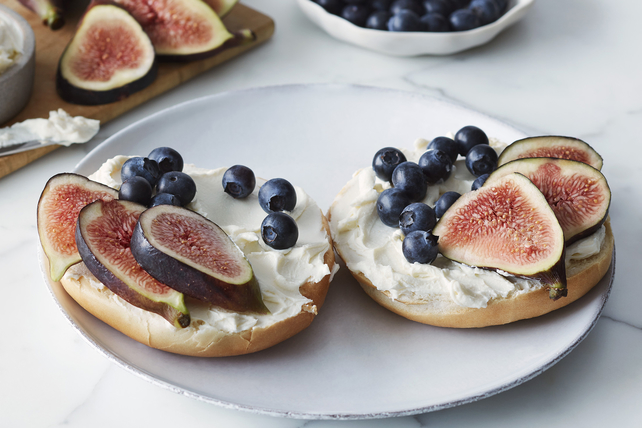 Creamy Blueberry-Fig Bagel Image 1