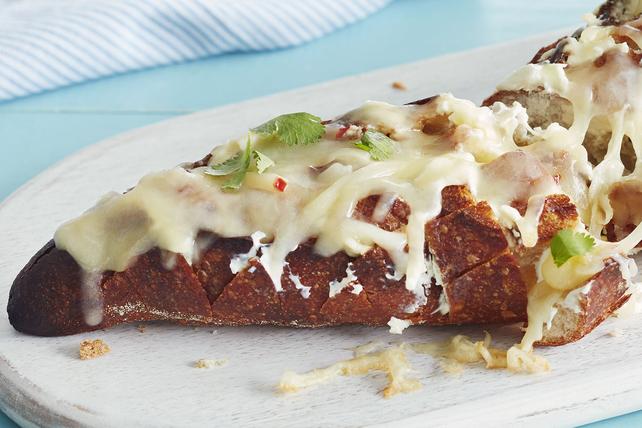 Pain à partager au fromage Fiesta sur le barbecue Image 1