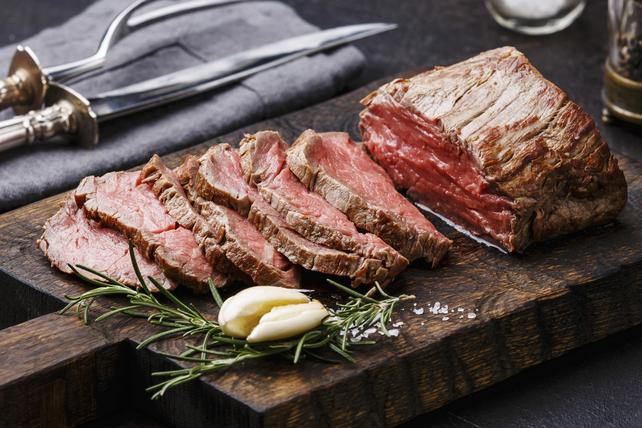 Filet de bœuf rôti au romarin et à l'ail Image 1