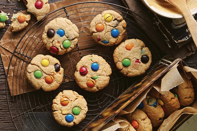 Biscuits au beurre d'arachide avec bonbons au chocolat recouverts de sucre Image 1