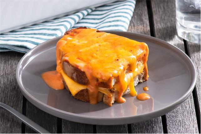 Casserole de sandwichs au fromage fondant et de soupe aux tomates Image 1
