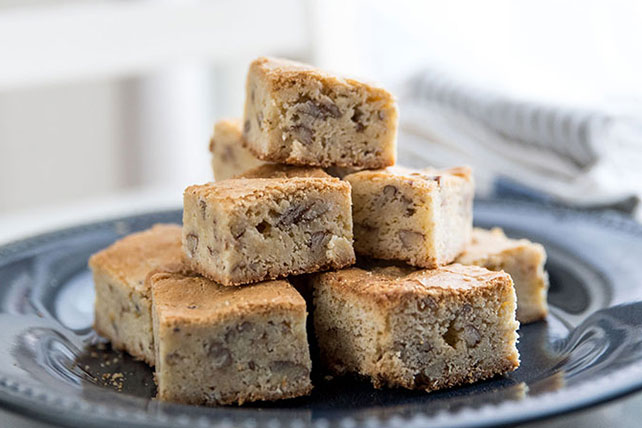 BAKER'S ONE BOWL White Chocolate Blonde Brownies Image 1