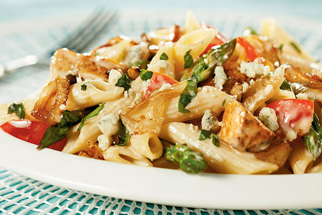 Penne with Grilled Chicken, Gorgonzola, Asparagus and Caramelized Onions Image 1