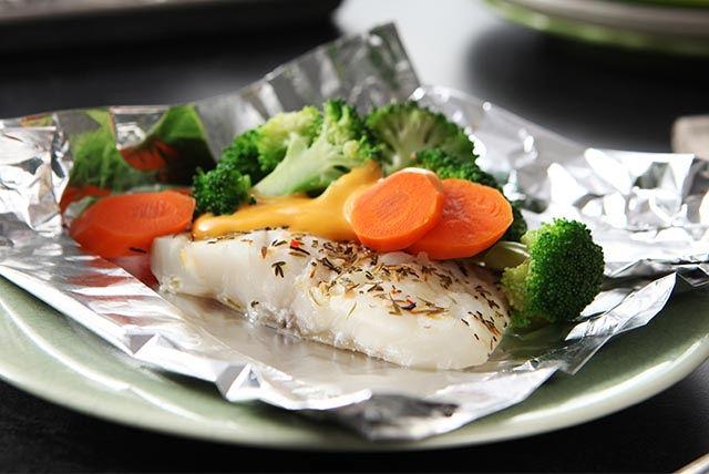 Paquetitos de pescado y verduras con queso Image 1