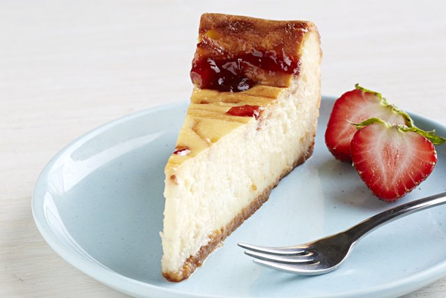 PHILADELPHIA® White Chocolate-Strawberry Swirl Cheesecake