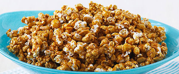 Easy Caramel Popcorn Recipe Kraft What S Cooking