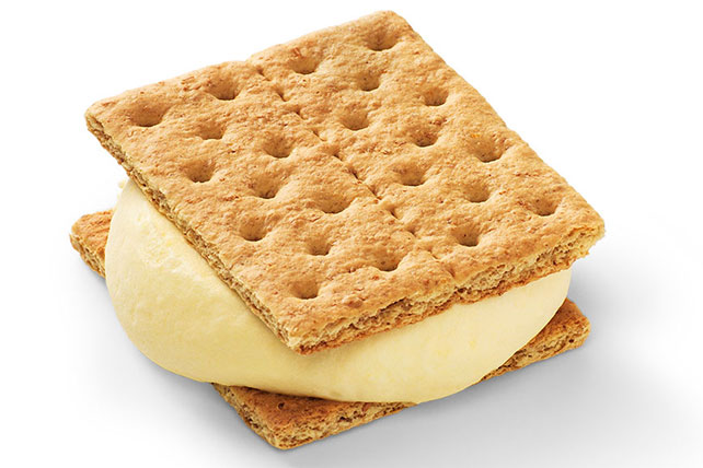 Pudding and Graham Cracker Sandwiches Image 1