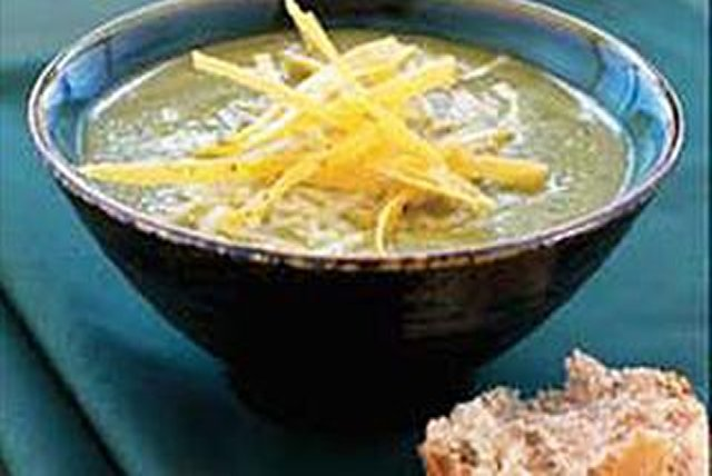 Sopa verde de queso y chiles Image 1