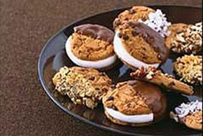 Sándwich de galletas cubierto con chocolate