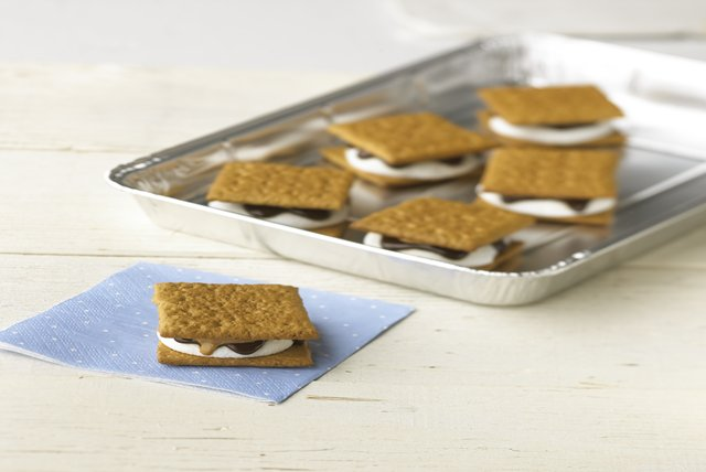 Crowd-Pleasing Peanut Butter S'mores Image 1