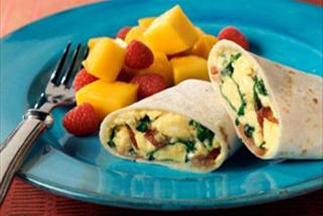 Burritos con espinaca y tocino para el desayuno Image 1