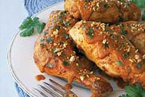 Pollo en mole de cacahuate